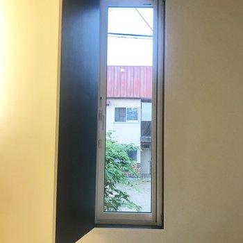 収納かな?って思って開けたら窓でびっくり!