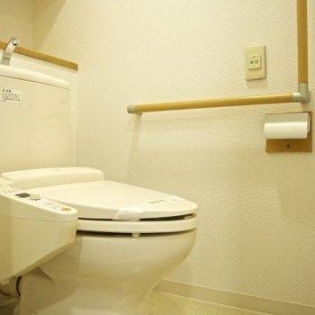 トイレも綺麗(※写真は9階の同間取り別部屋のものです)