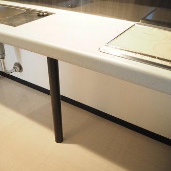 オープンなキッチン下は収納力の見せ所※写真は同間取り別部屋です