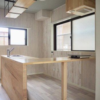 【LDK】窓が2つもある明るいキッチン