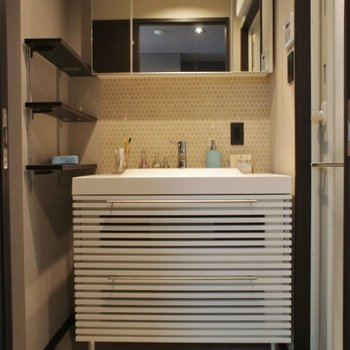 デザイン性高しな洗面台♪お化粧品も置けます!