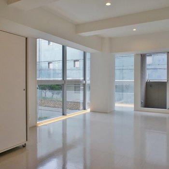 神戸の街並みを見通しましょ!※写真は同タイプの別室。