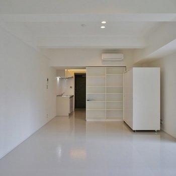 棚は可動式なんです!※写真は同タイプの別室。