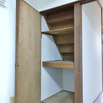 階段部分も収納として。