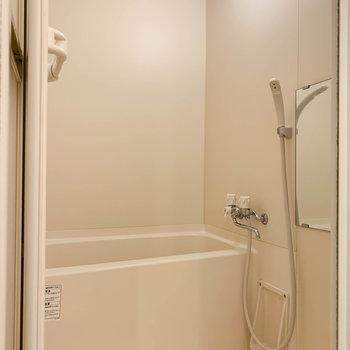 左手にお風呂。シンプルやなあ。