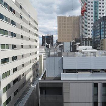 オフィスビルな眺望(※写真は13階の同間取り別部屋のものです)