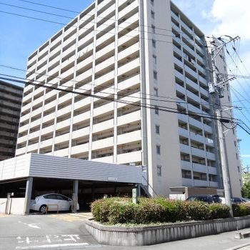 14階建てのホテルのように大きなマンション。