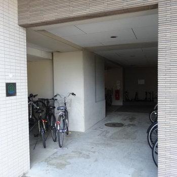 自転車置き場も広々!