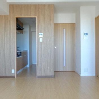 LDKには大きめソファー置きたい!キッチンが独立しているのも嬉しい◎(※写真は12階の同間取り別部屋のものです)