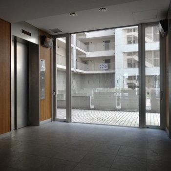 エレベーターは2台あって、朝も安心◎