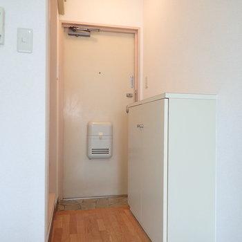 コンパクトな玄関。※写真は前回募集時のものです