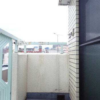 実は洗濯機置場、外です。※写真は前回募集時のものです