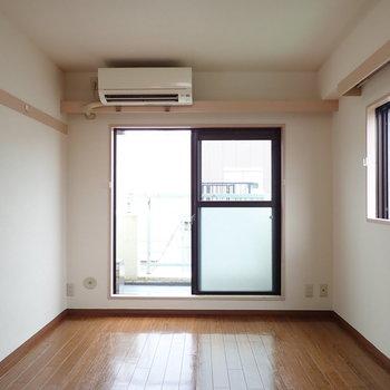シンプルなお部屋の良さが伝わりますね。※写真は前回募集時のものです