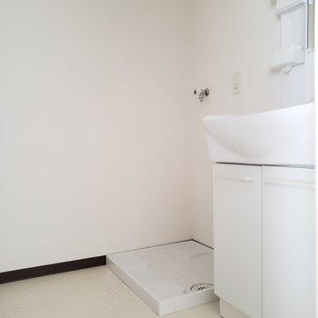 奥には洗濯機置場があります。