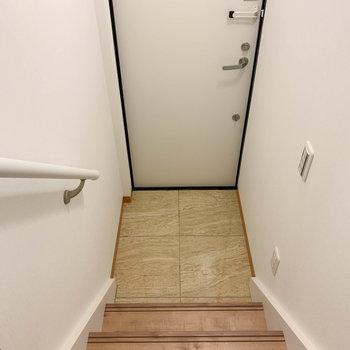こちらが玄関部分です。傘立てはここに置こうかな。