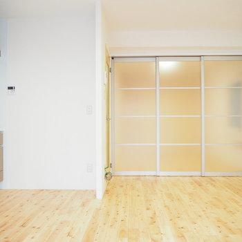 半透明の仕切りで2部屋に。※写真は前回募集時のものです
