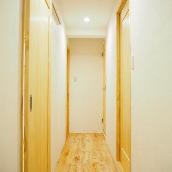 玄関から見た廊下です。※写真は前回募集時のものです