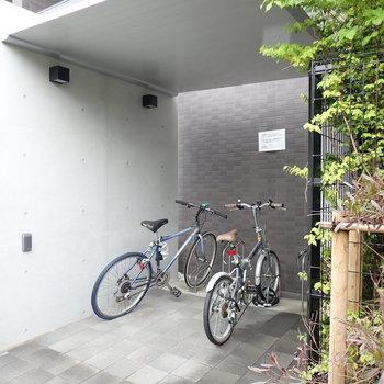 屋根付き駐輪場もありますよ。