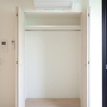 収納は1人分がしっかり収納できそう。※写真は3階の同間取り別部屋のものです