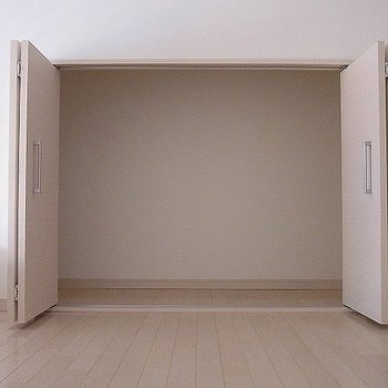 収納はロフトにあります。※写真は2階の同間取り別部屋のものです