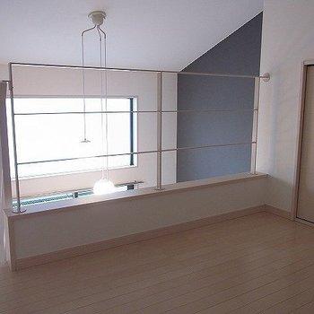 吹き抜け感。※写真は2階の同間取り別部屋のものです