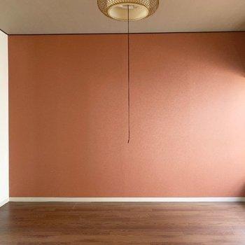レトロに馴染む色味が素敵(※写真は2階の反転間取り別部屋、清掃前のものです)
