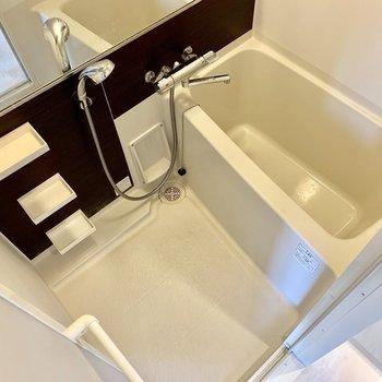 バスルームには浴室乾燥機が付いていますよ〜※写真は4階の同間取り別部屋のものです