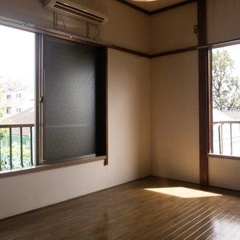 明るい二面採光のお部屋です