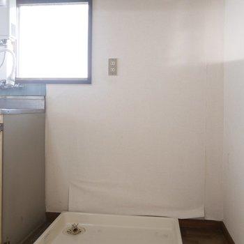 洗濯機は、キッチン横へ