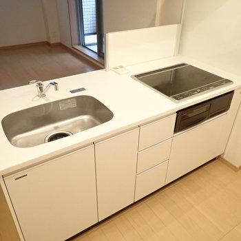 【LDK】白で統一されて、清潔感があります。※写真は前回募集時のものです