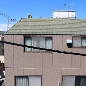 正面窓の眺望は民家