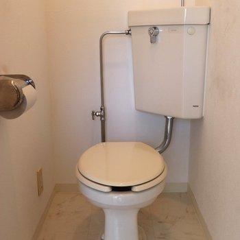 ゆったりできる個室のトイレ