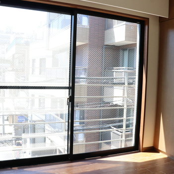 【DK】こちらにも大きな窓があります
