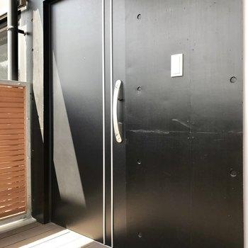 こちらがお部屋へと繋がる玄関。