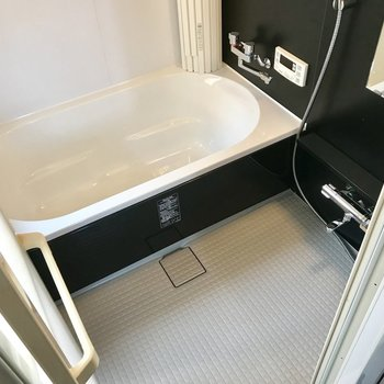 ゆったりとしたお風呂。浴室乾燥機付きで雨の日のお洗濯も問題ありません。