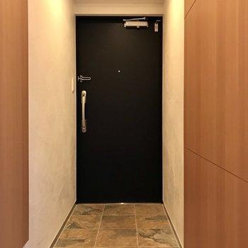 玄関はスタイリッシュにスッキリと。