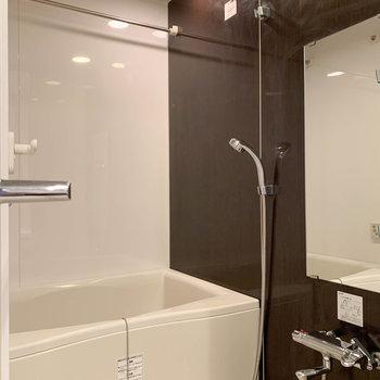 浴室乾燥、追い炊き付きのお風呂です。