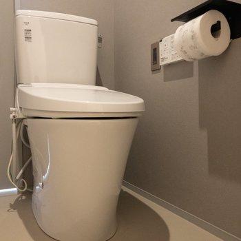 トイレは温水洗浄付きで嬉しい