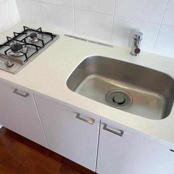 キッチンです。シンクが広くて洗い物しやすそう。