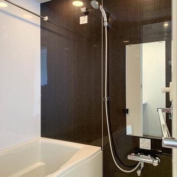 お風呂には、浴室乾燥と追い炊きがついています。