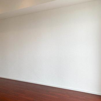 キッチン側の壁。家具が置きやすそう。