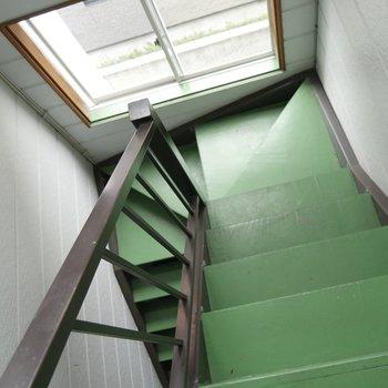 緑色の階段を登り降りして〜♪