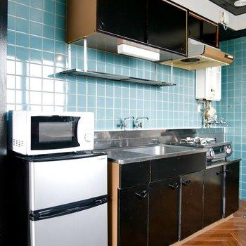 家電つきのキッチン◎ブラックでしまっててかっこいい!