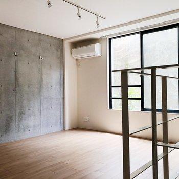 【上階】好きな作品を飾って、スポットライトを当てて楽しめます