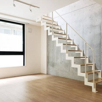 壁と階段がチャームポイント