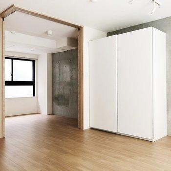 【下階】奥の部屋は扉で区切ることができます