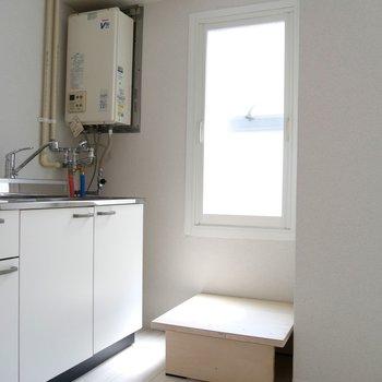 キッチン横に小窓がついてて嬉しい♪