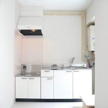 キッチンスペース。明るくて清潔感あっていい、、!!
