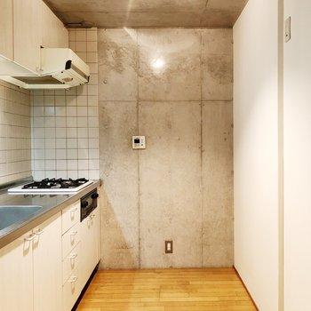 【上階】キッチンの動線が広々としています