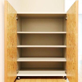 【上階】靴箱の扉も良い色です